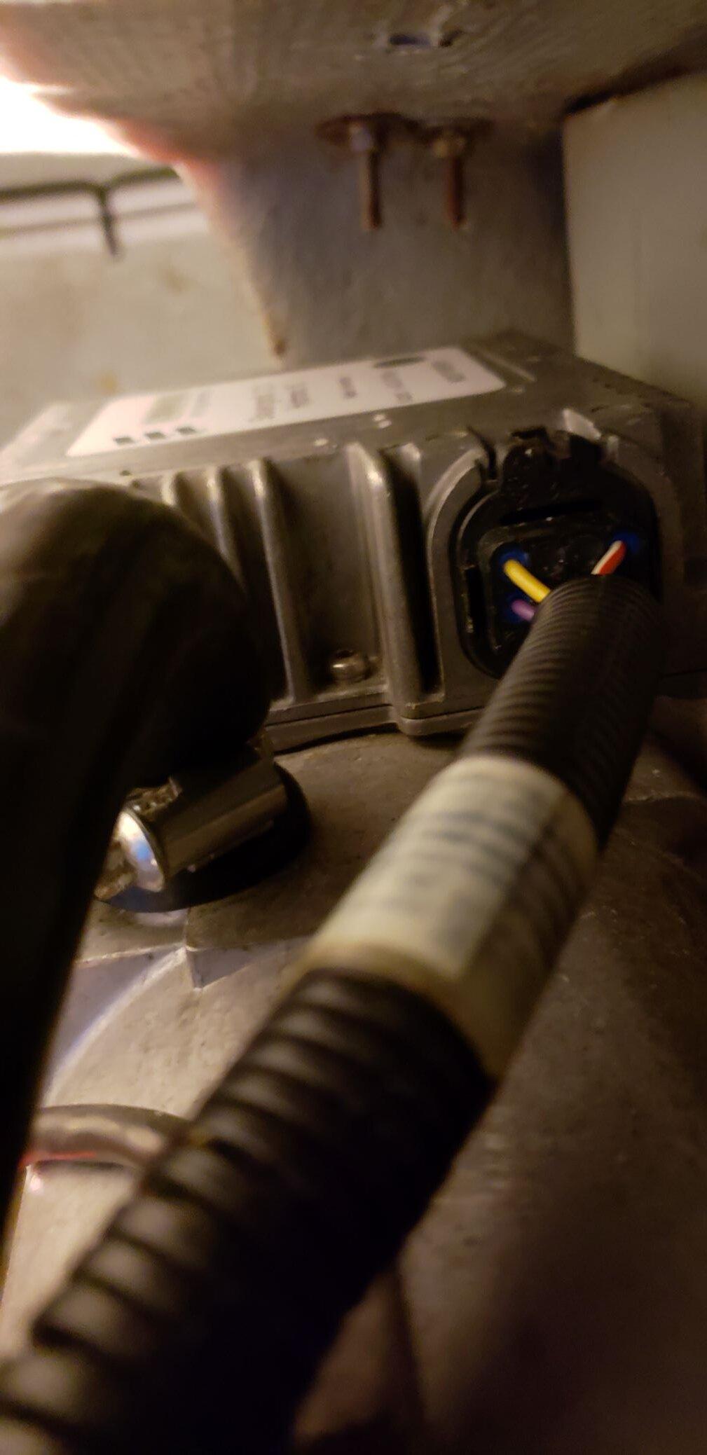 Eberspacher plug and socket.jpg