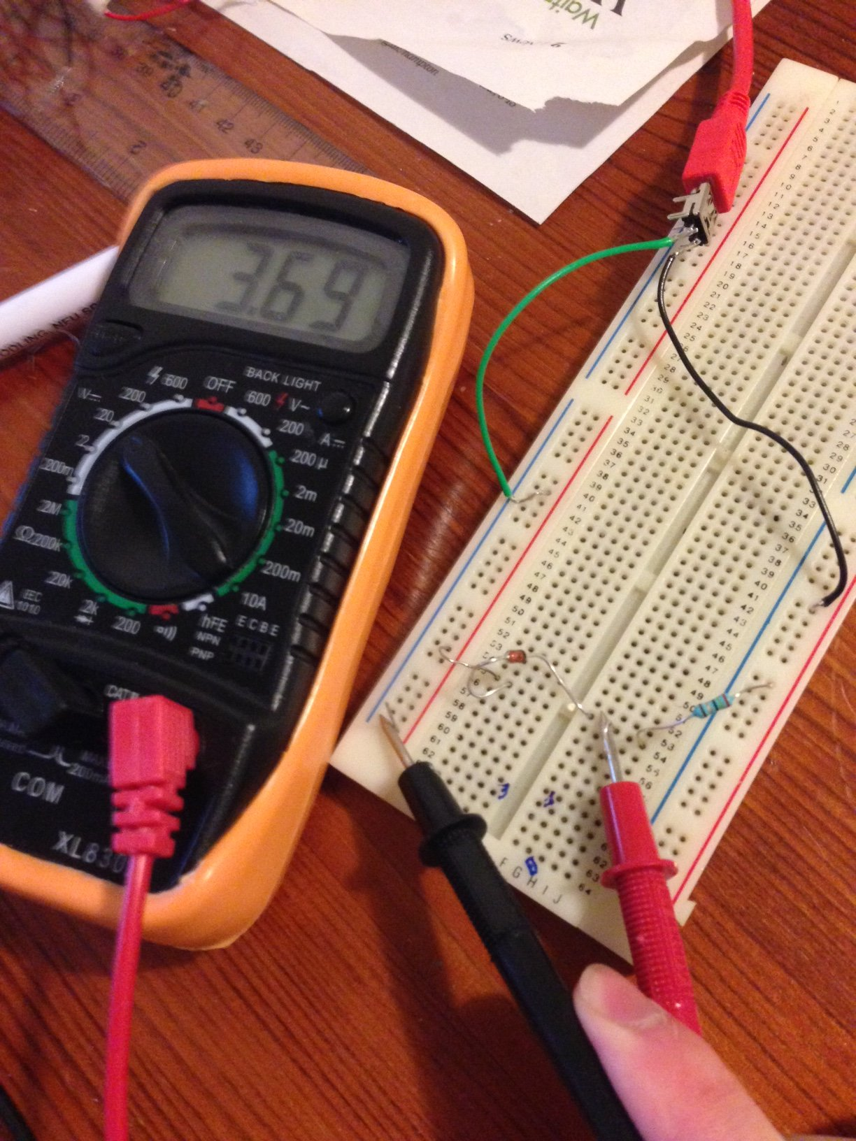 voltage across where battery would connect.JPG